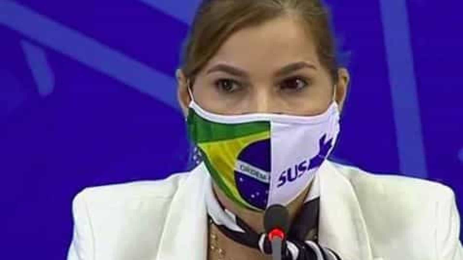 Protocolo da cloroquina mudou por clamor da sociedade, diz secretária