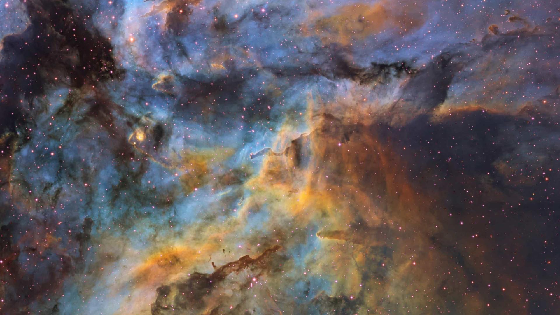 """""""Visão caótica e colorida"""". Nebulosa é o destaque de hoje da NASA"""