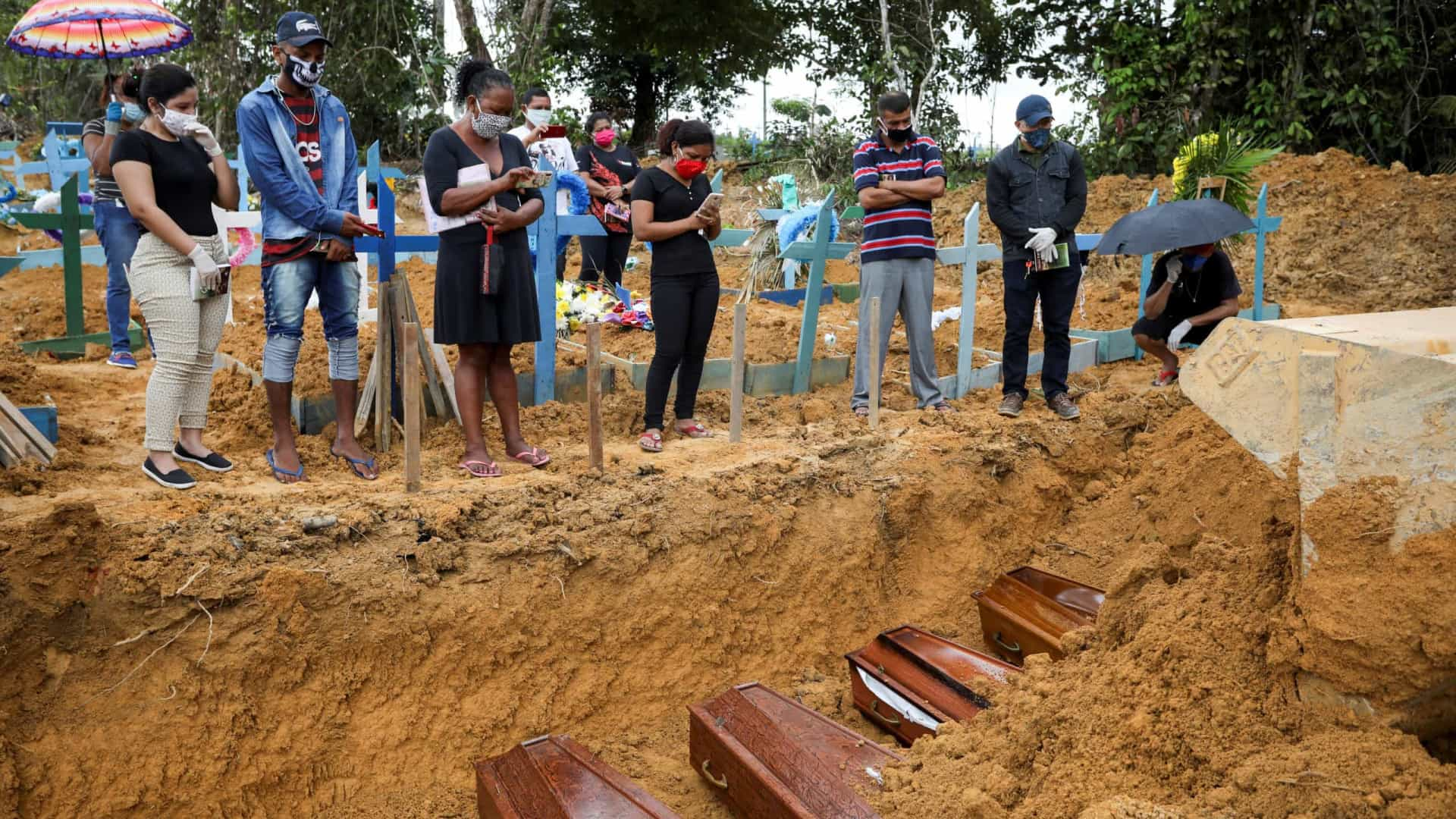 Brasil bate recorde e supera EUA em novas mortes por Covid por milhão de habitantes