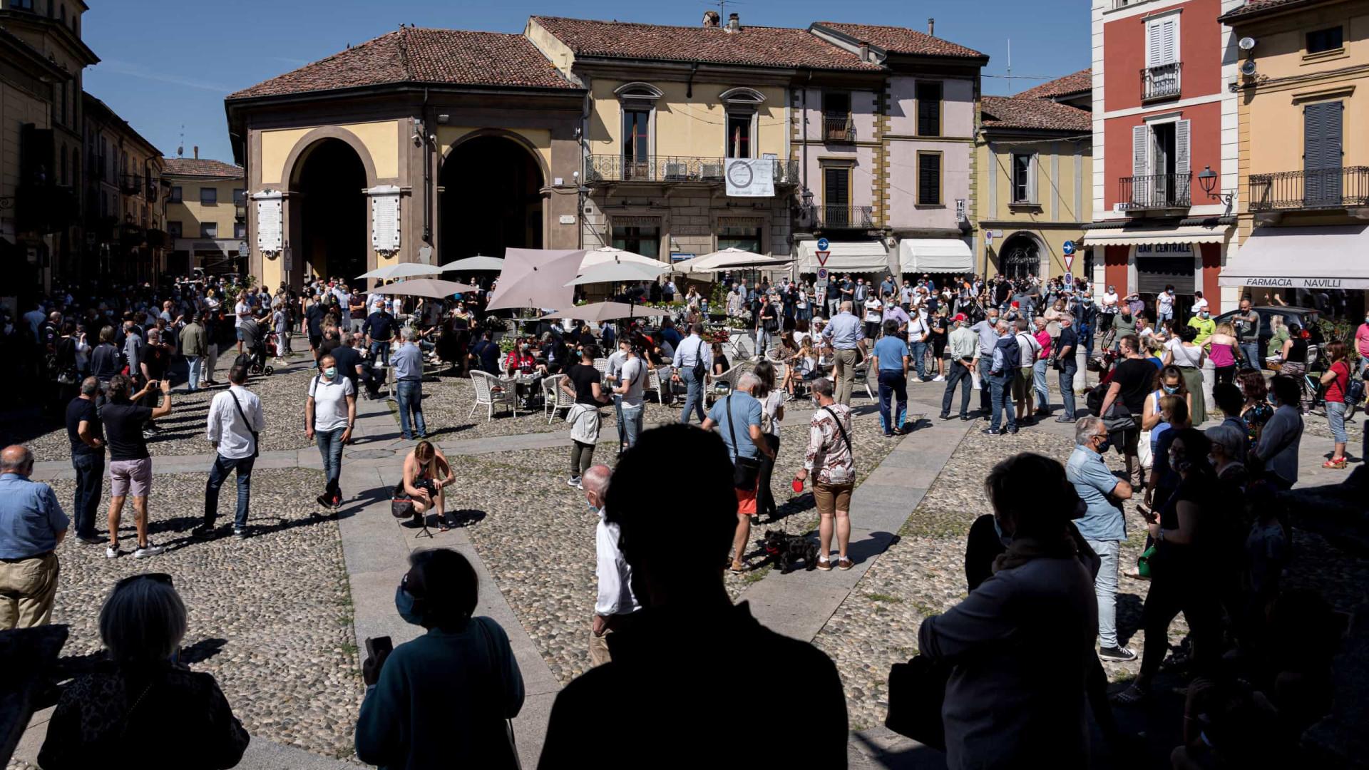 Itália vai recrutar 60 mil voluntários para controlar aglomerações