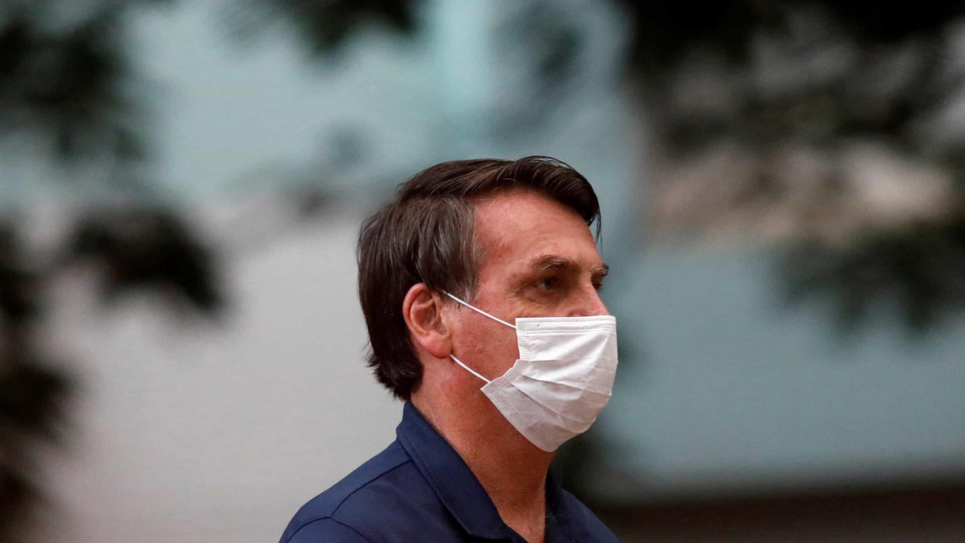 Após retirar cálculo da bexiga, Bolsonaro está estável, diz boletim
