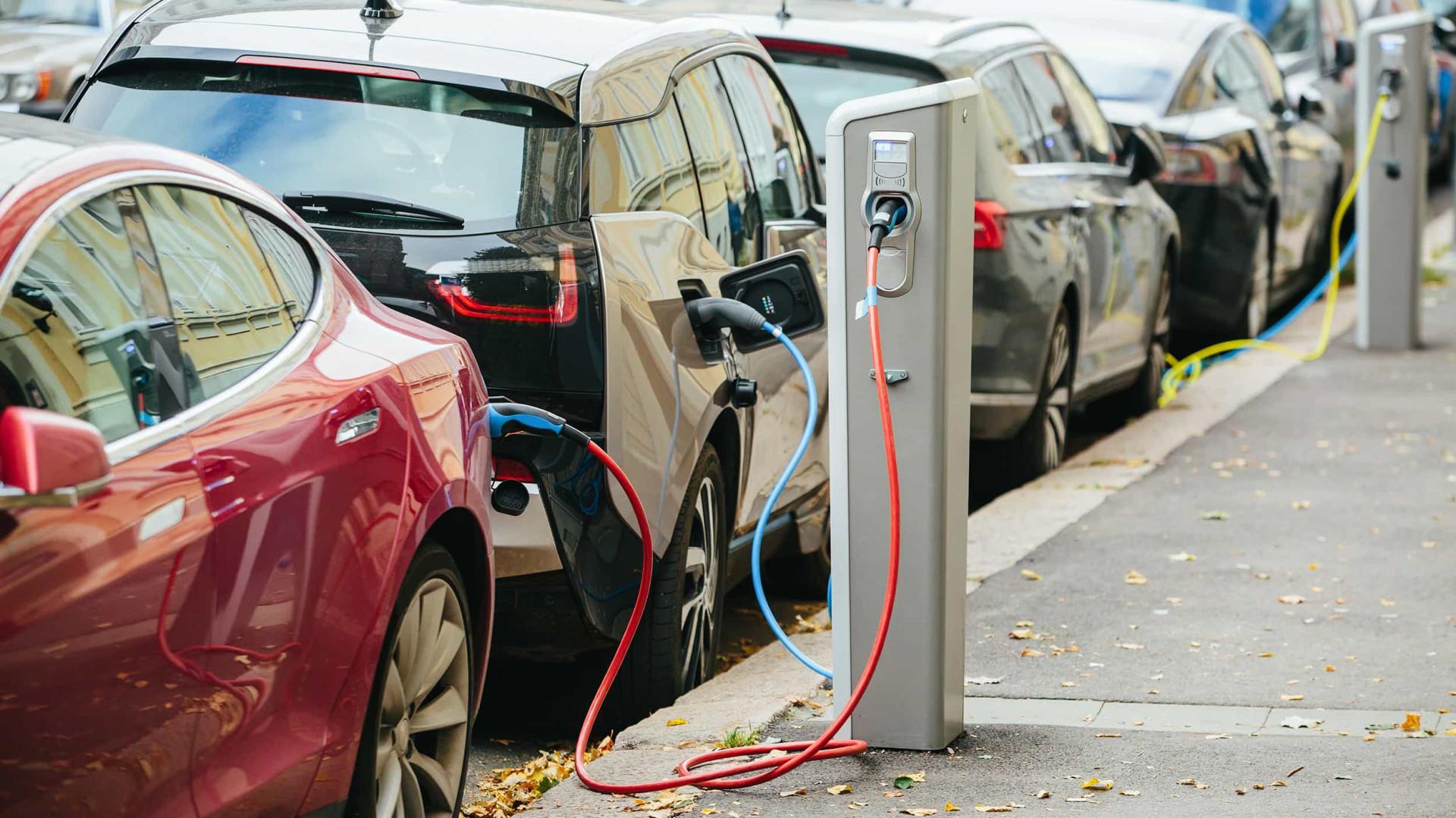 Aberta consulta para novos pontos de recarga de carros elétricos no DF