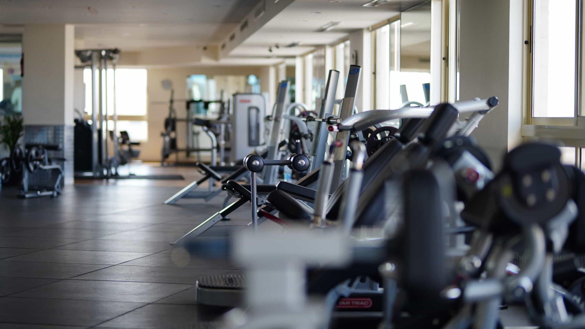 Academias de ginástica vão misturar aula presencial e online
