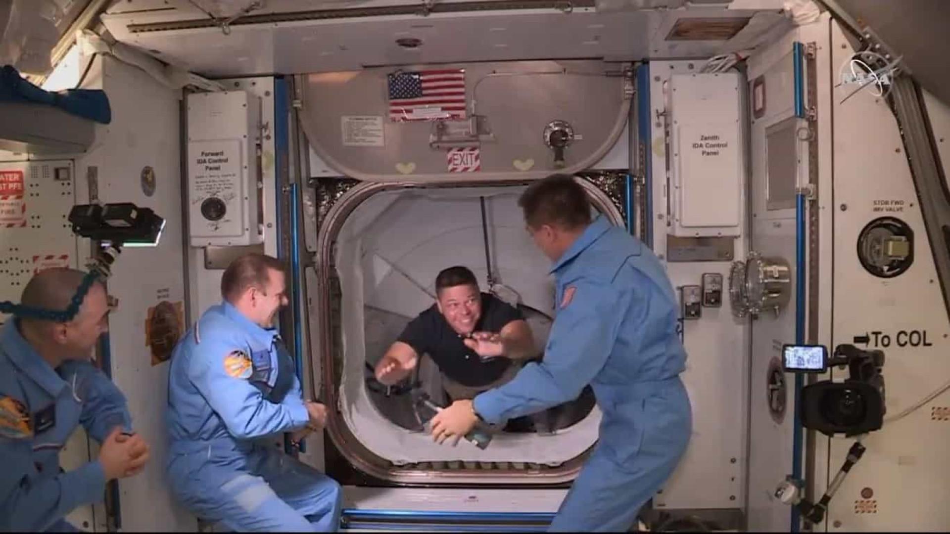 SpaceX: Bob entrou sorrindo, Doug deu cabeçada. Ambos fizeram história