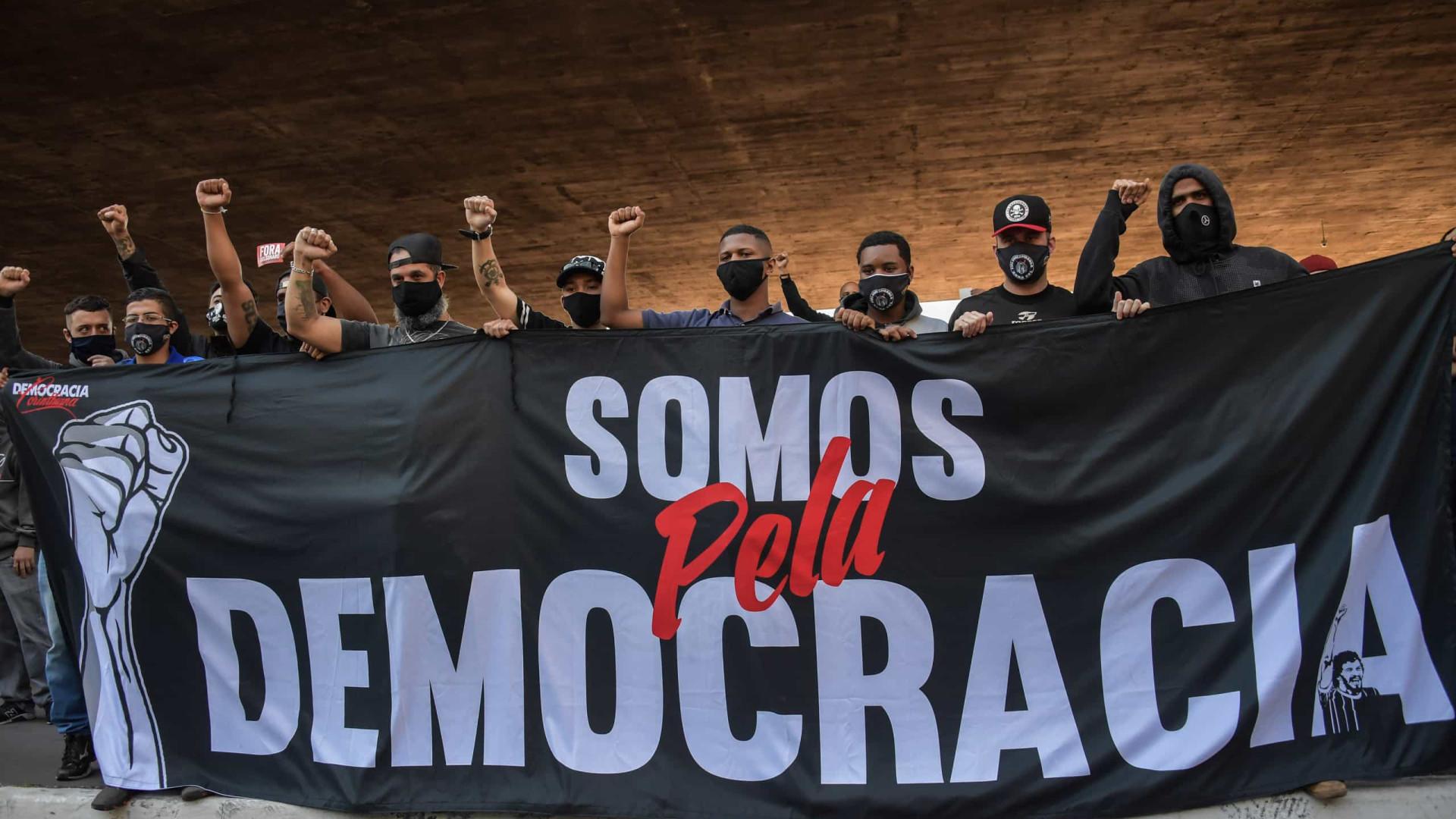 Com conflitos internos, torcidas planejam novo ato pró-democracia