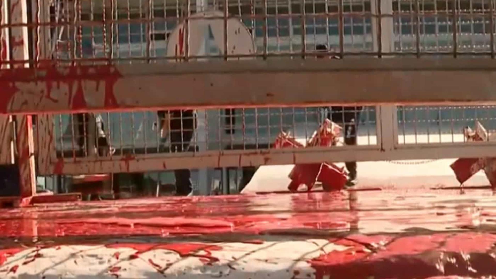 Homem é detido após jogar tinta na rampa do Palácio do Planalto