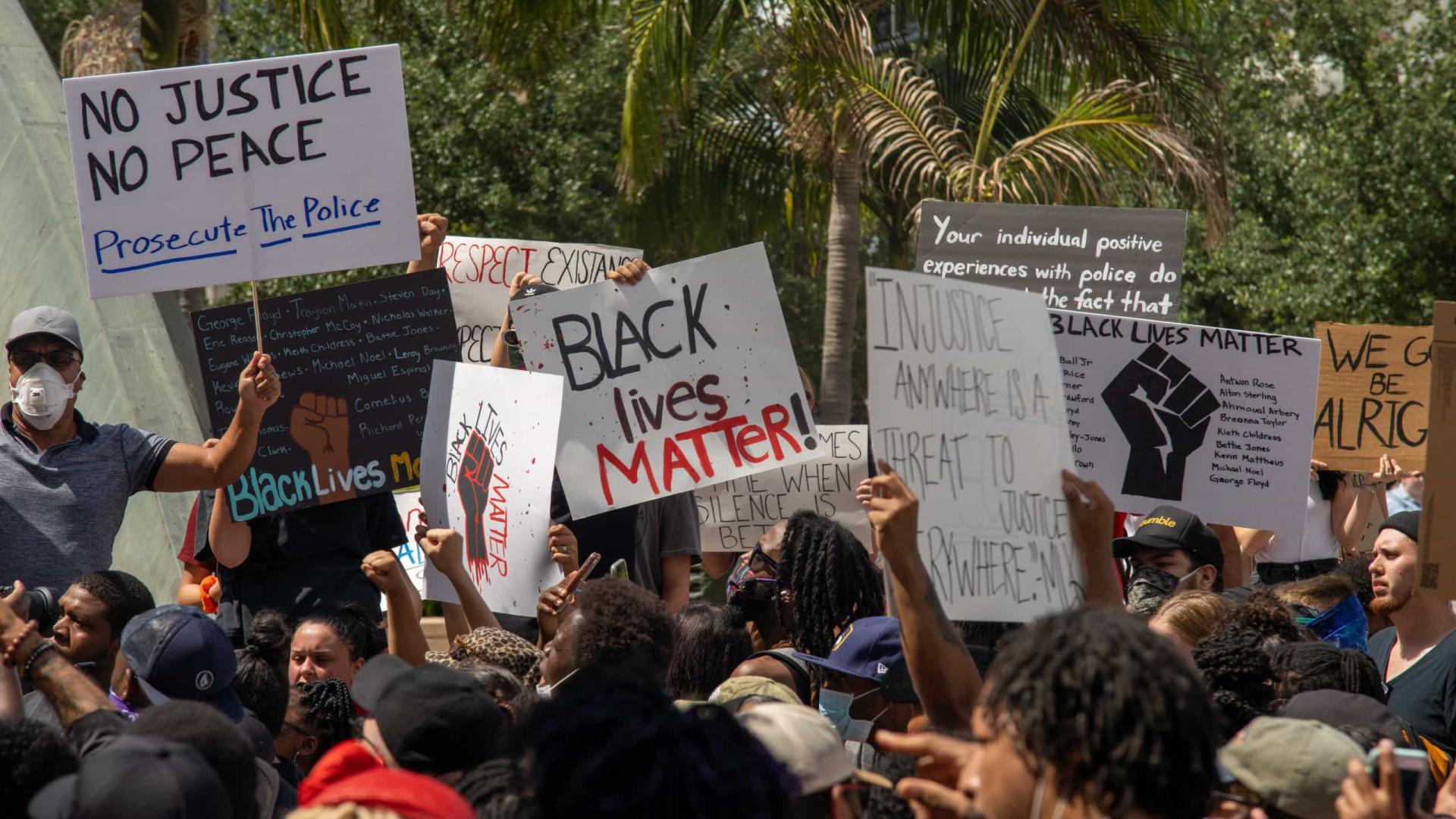 Pesquisa aponta que 74% apoiam protestos contra violência nos EUA