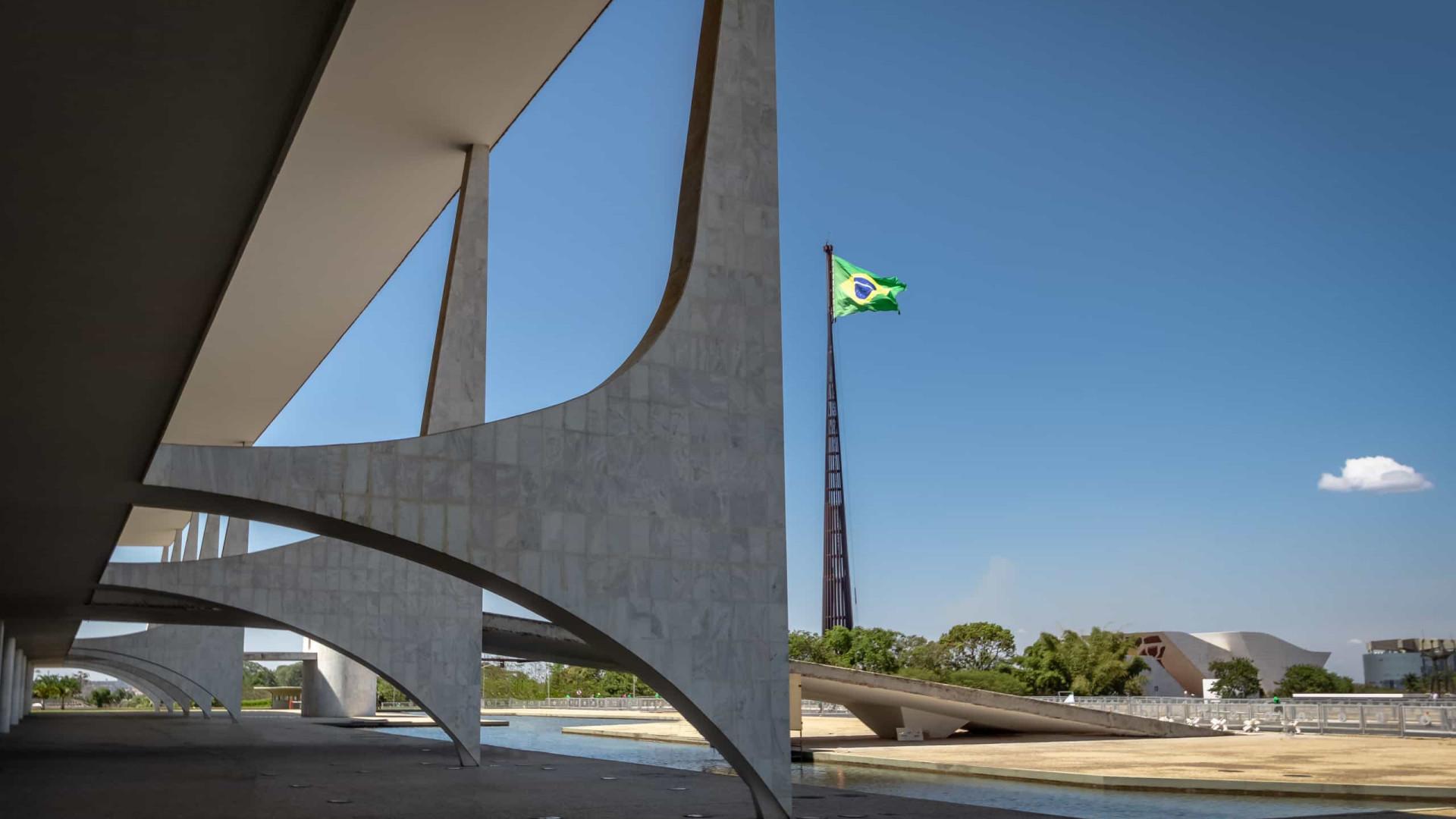 Manifestantes defendem voto impresso em protesto em frente ao Palácio do Planalto