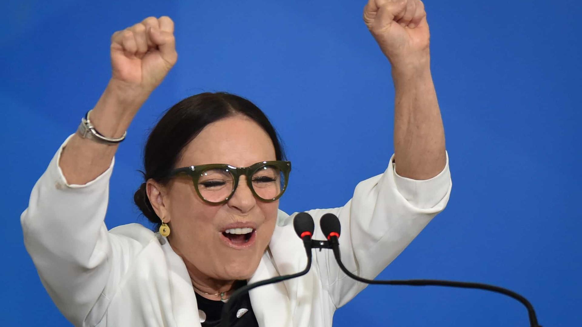 'Deu-se, ufa!', diz Regina Duarte após exoneração da Sec. da Cultura