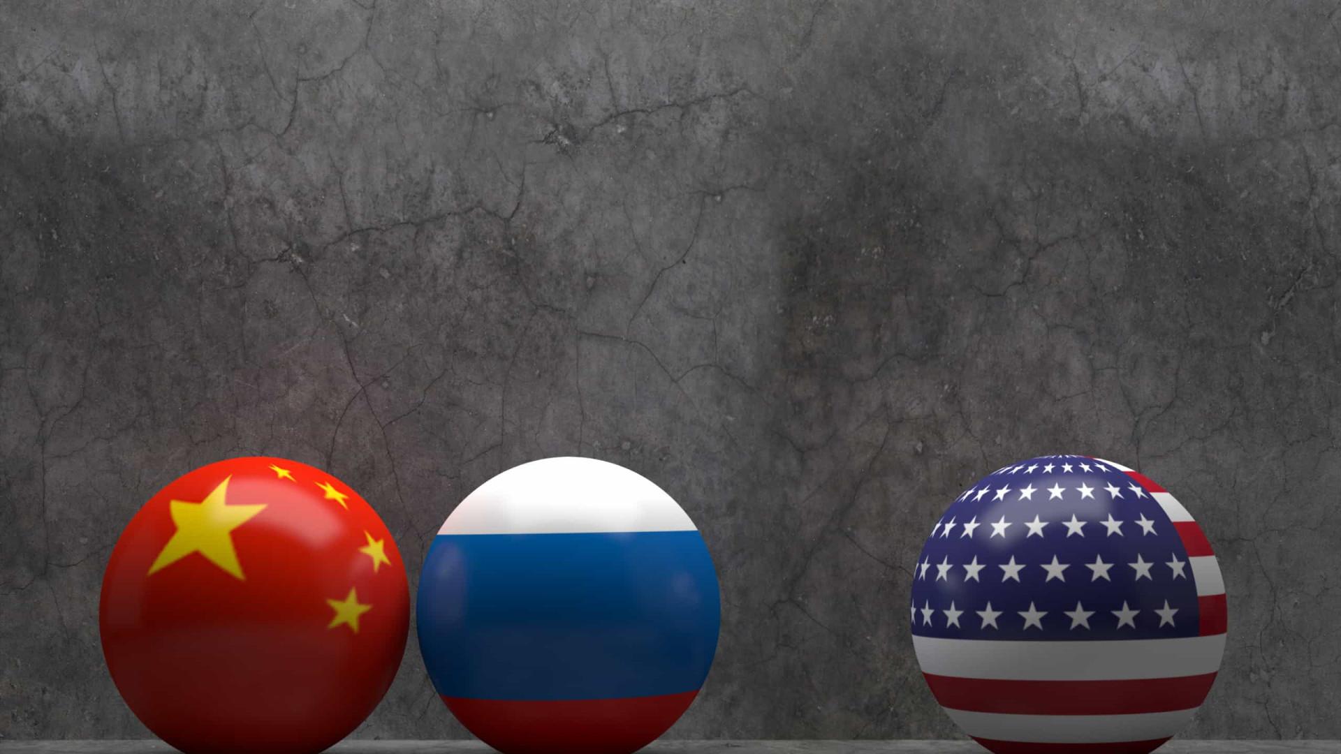 EUA atacam a China ao negociar acordo nuclear com a Rússia