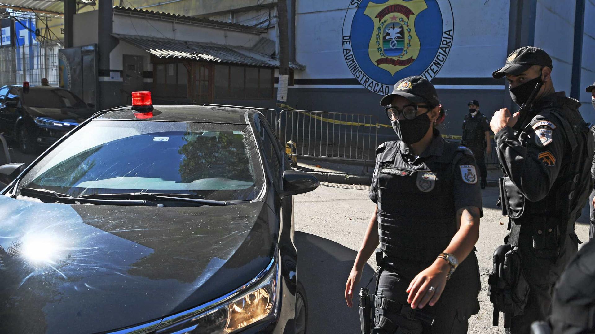 Polícia deflagra operação em casa de parente de Queiroz em BH