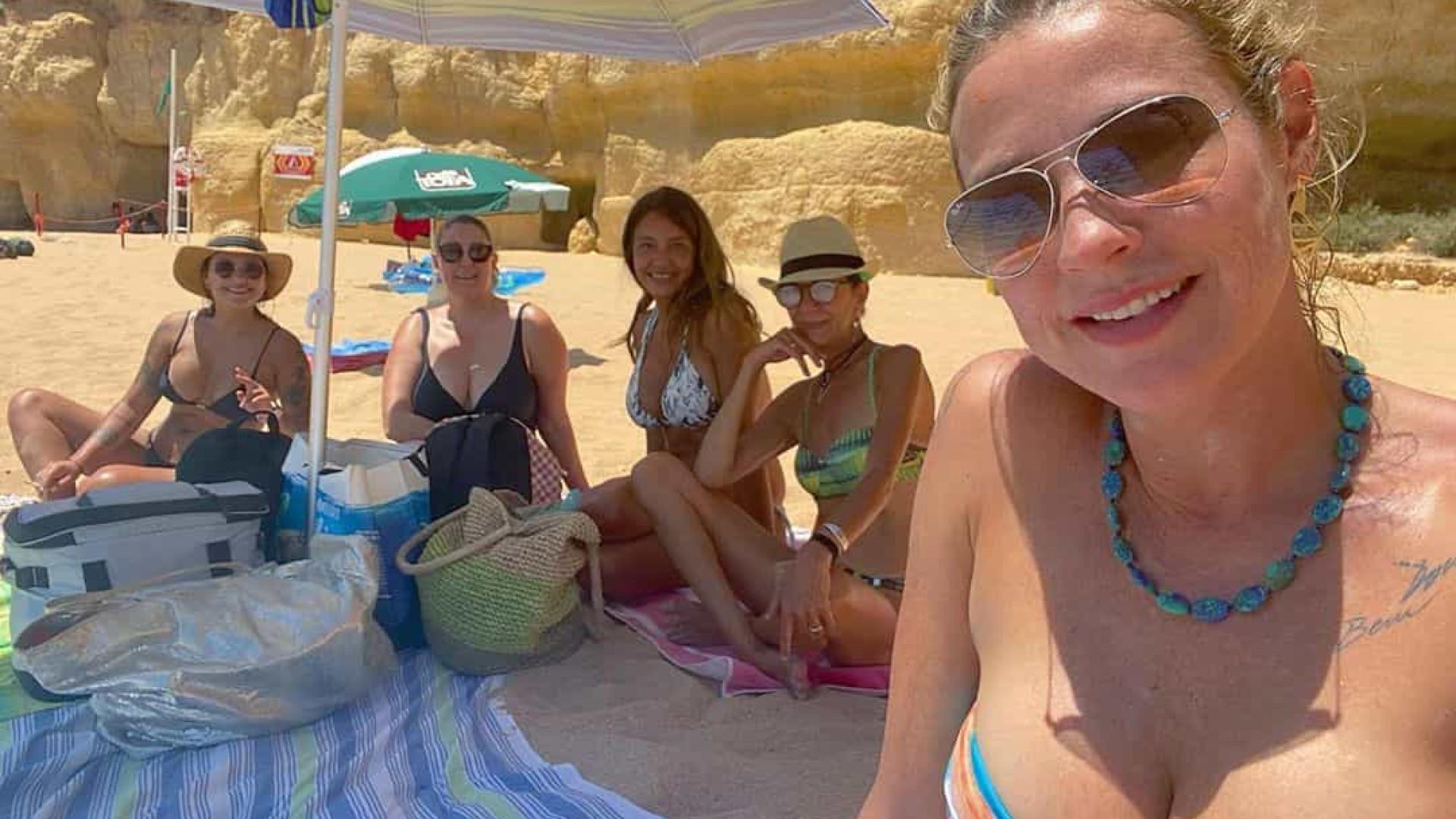 Luana Piovani curte férias com as amigas no Algarve