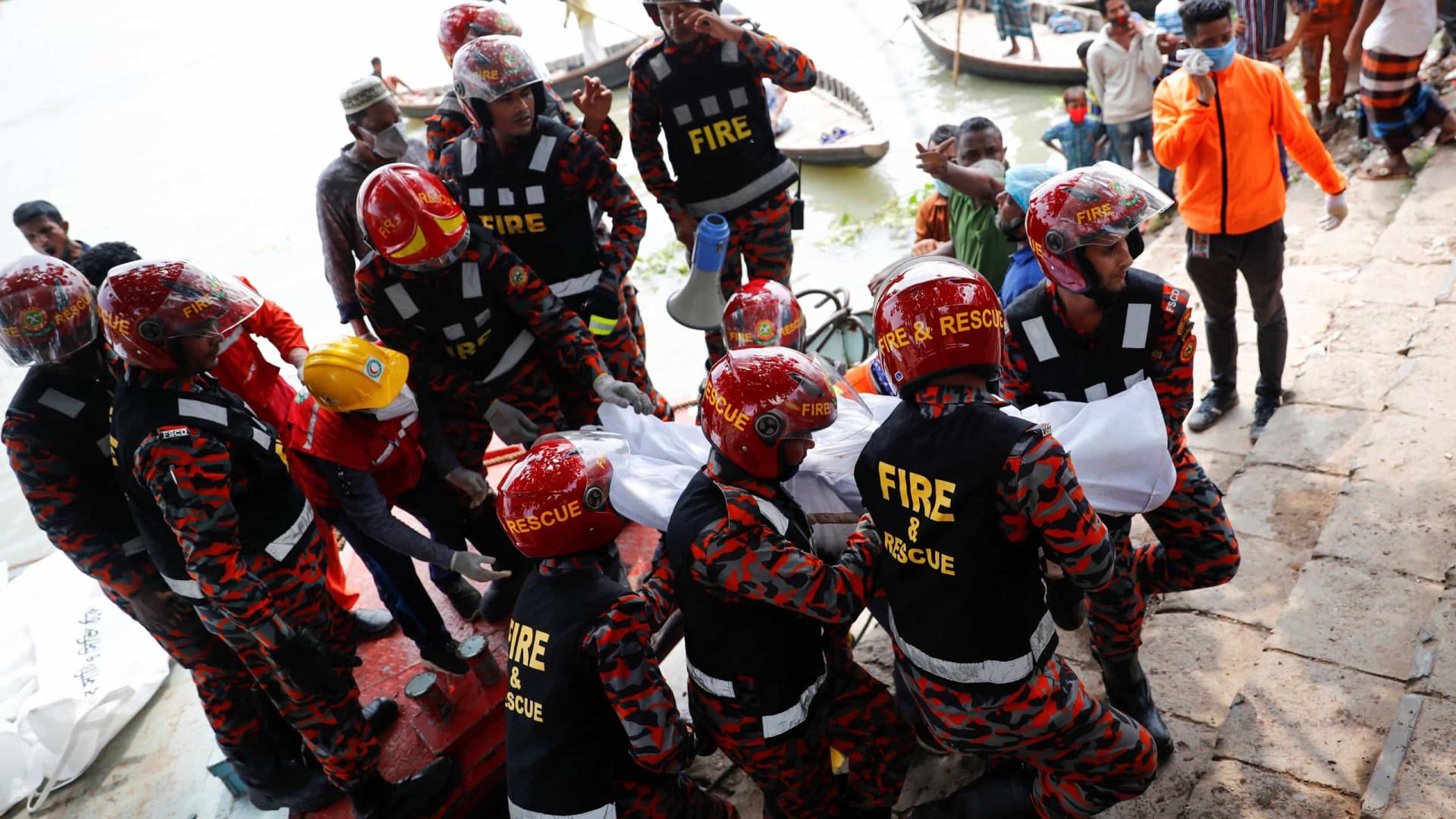 Número de mortos em naufrágio em Bangladesh sobe para 30