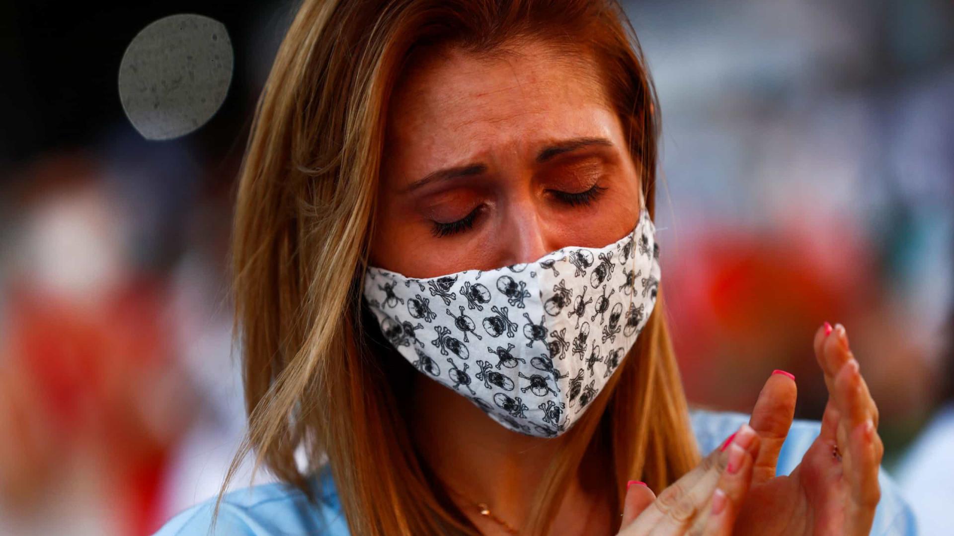 Brasil tem 727 novas mortes em 24h; infectados passam de 1,3 milhão