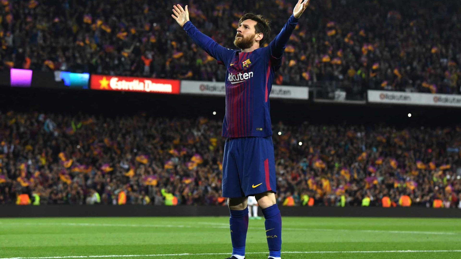 Com cavadinha, Lionel Messi chega aos 700 gols na carreira