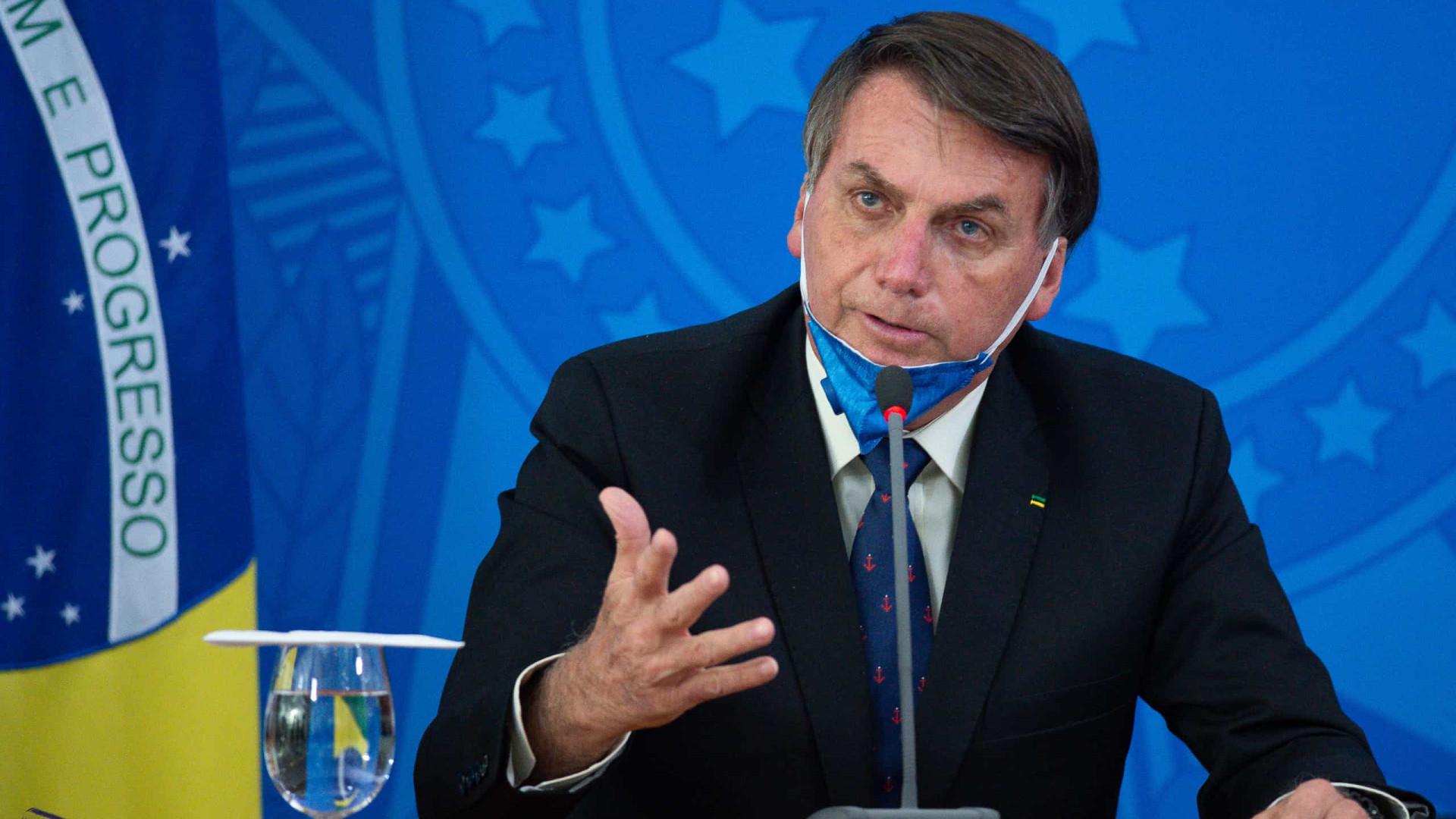 Bolsonaro alega risco ao FGTS por vetar saques a aeroviários