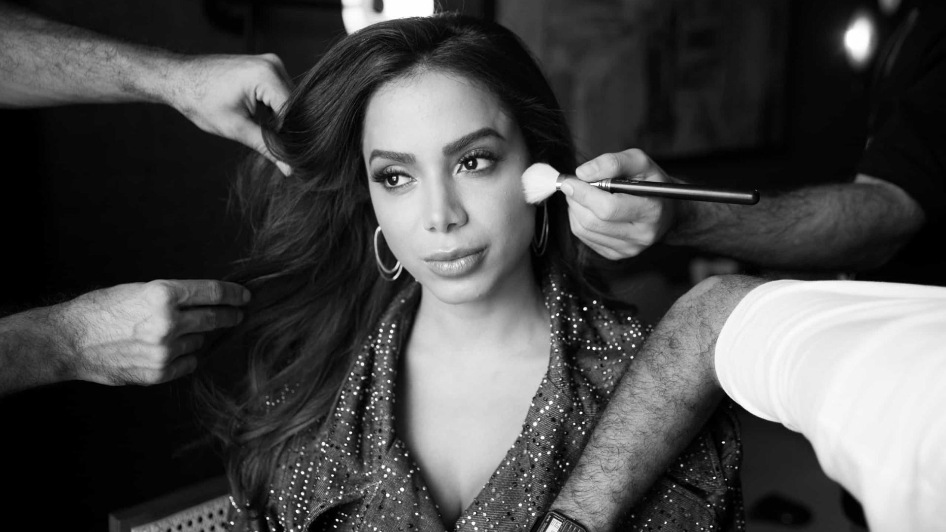 Anitta recorda look ousado que usou em videoclipe
