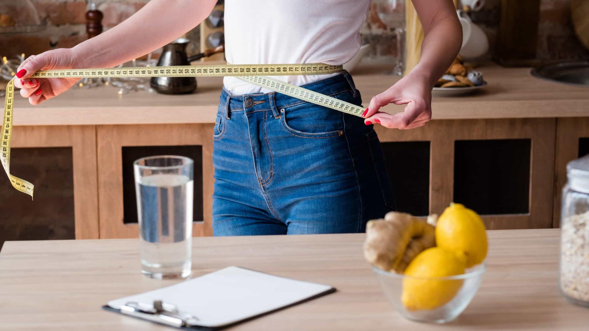 Beba água de gengibre com mel e acabe com a gordura abdominal