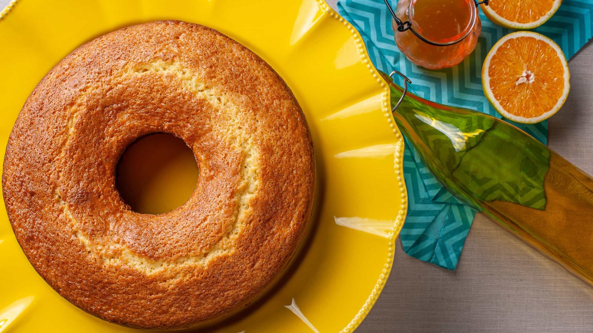 Que tal um bolo de laranja quentinho para o café da tarde?