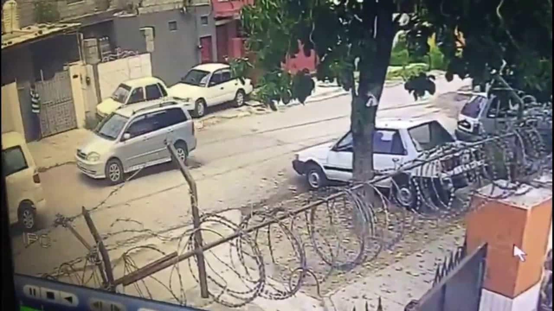 Vídeo mostra exato momento em que jornalista paquistanês é raptado