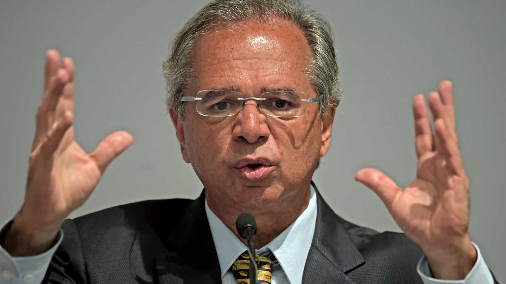 'Choque liberal' de Guedes fica no papel, diz jornal