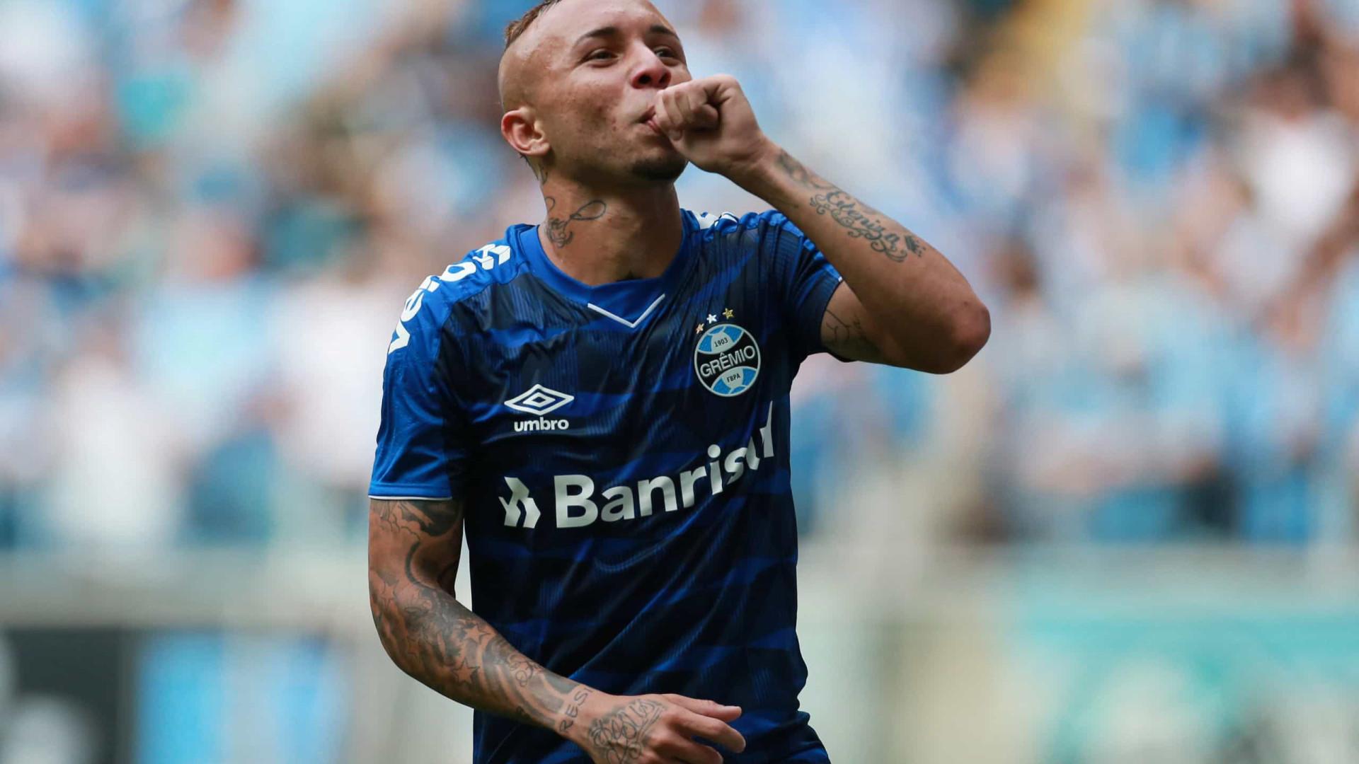 Everton Cebolinha já está em Lisboa para assinar com o Benfica