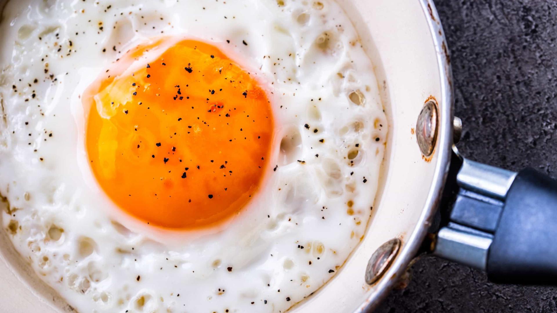 Faça o ovo estrelado perfeito com esta técnica do Masterchef