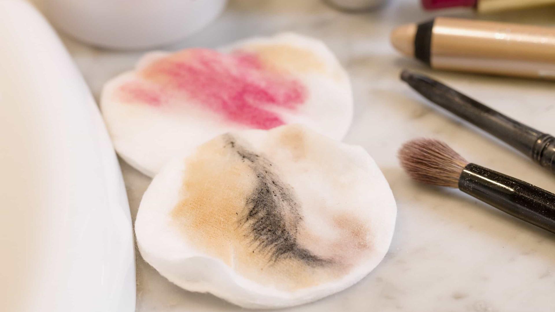 Mel e bicarbonato? Três formas de remover a maquiagem naturalmente