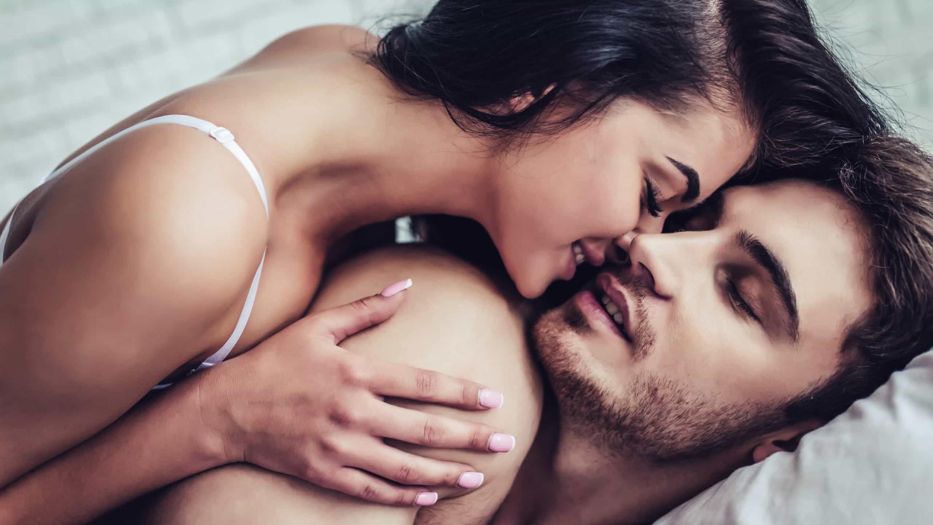 Brasileiros acham que música melhora performance durante o sexo