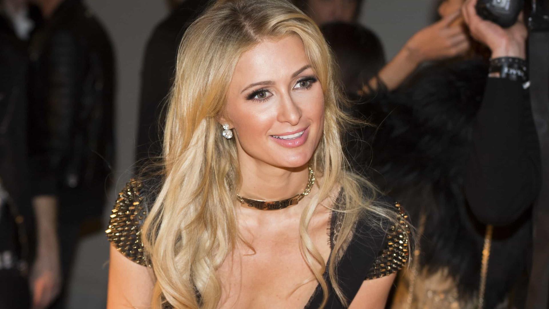 """Paris Hilton mostra fotos após sofrer abusos: """"Posso ver a dor no olhar"""""""