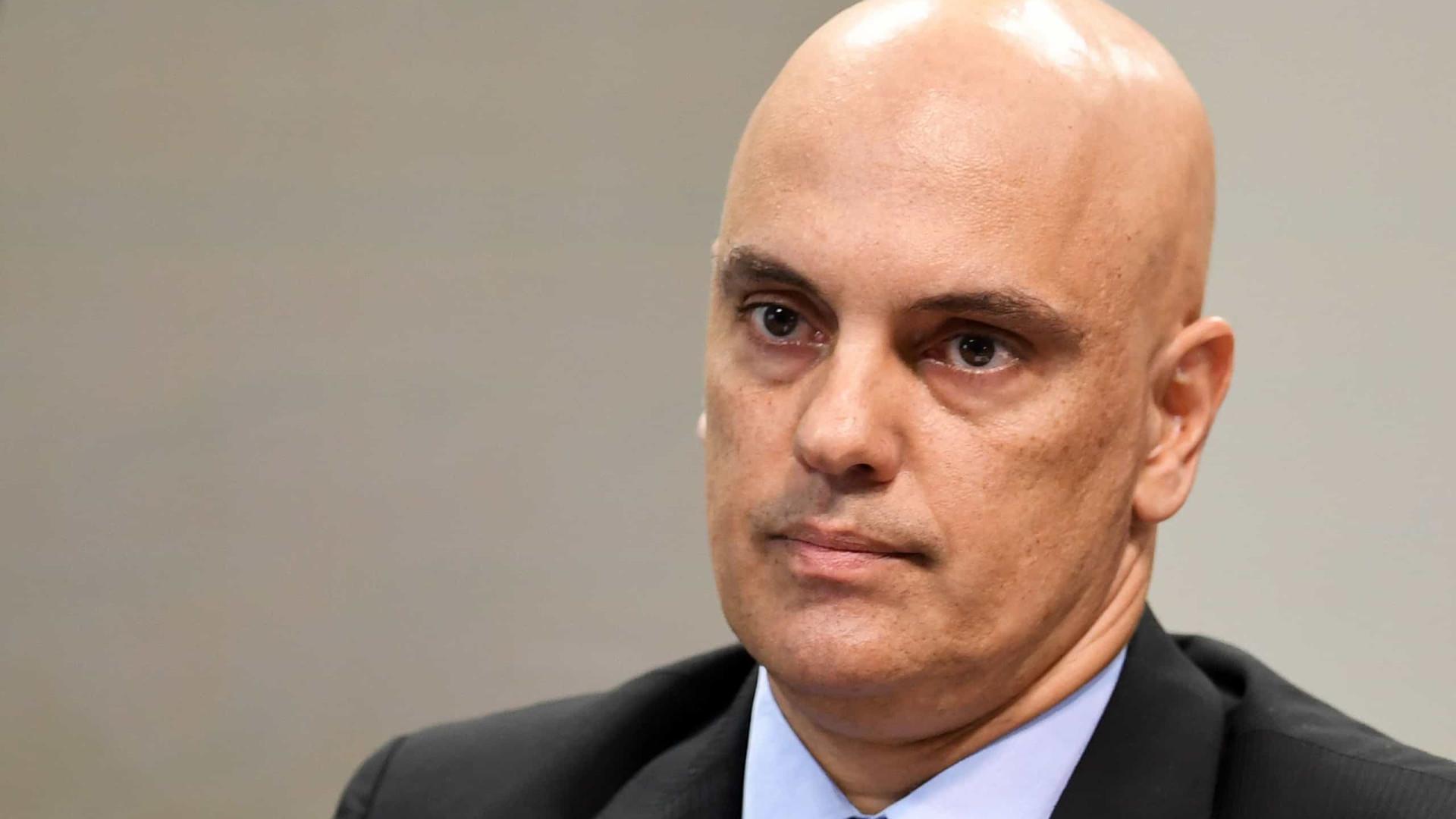 Em letras garrafais, Moraes dá bronca em Twitter e Facebook