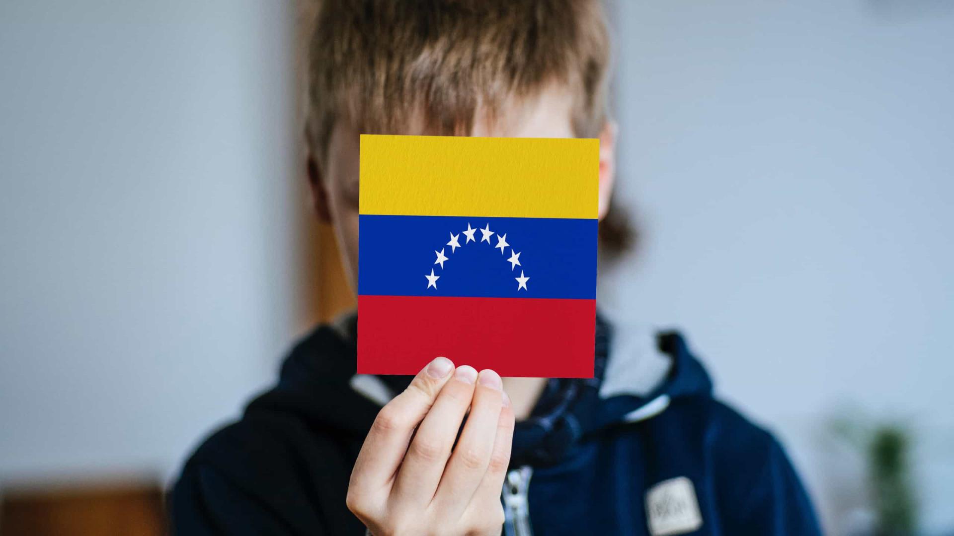 Partidos de oposição a Maduro anunciam boicote às eleições na Venezuela
