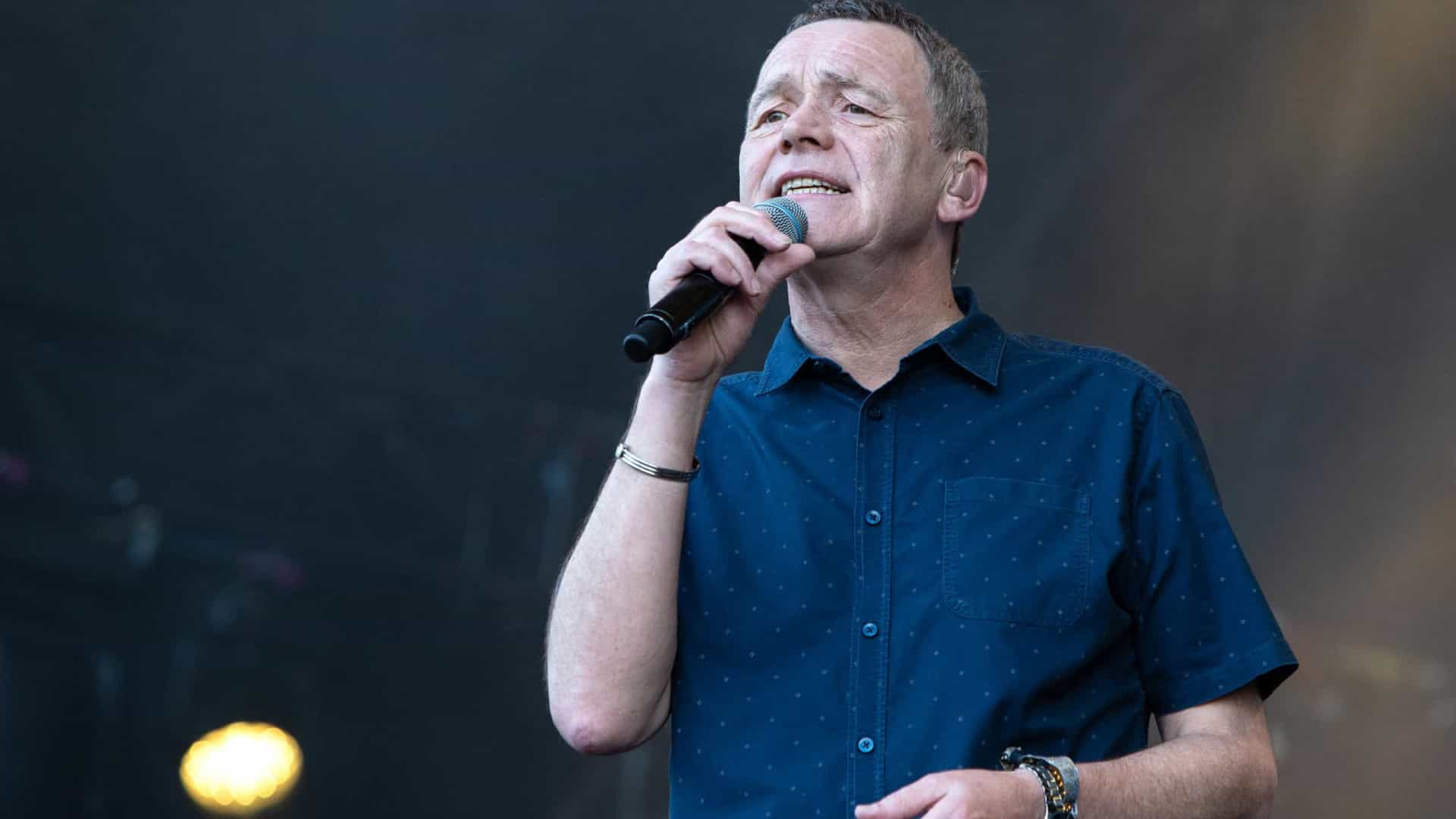 Vocalista do UB40 é hospitalizado após sofrer ataque cardíaco