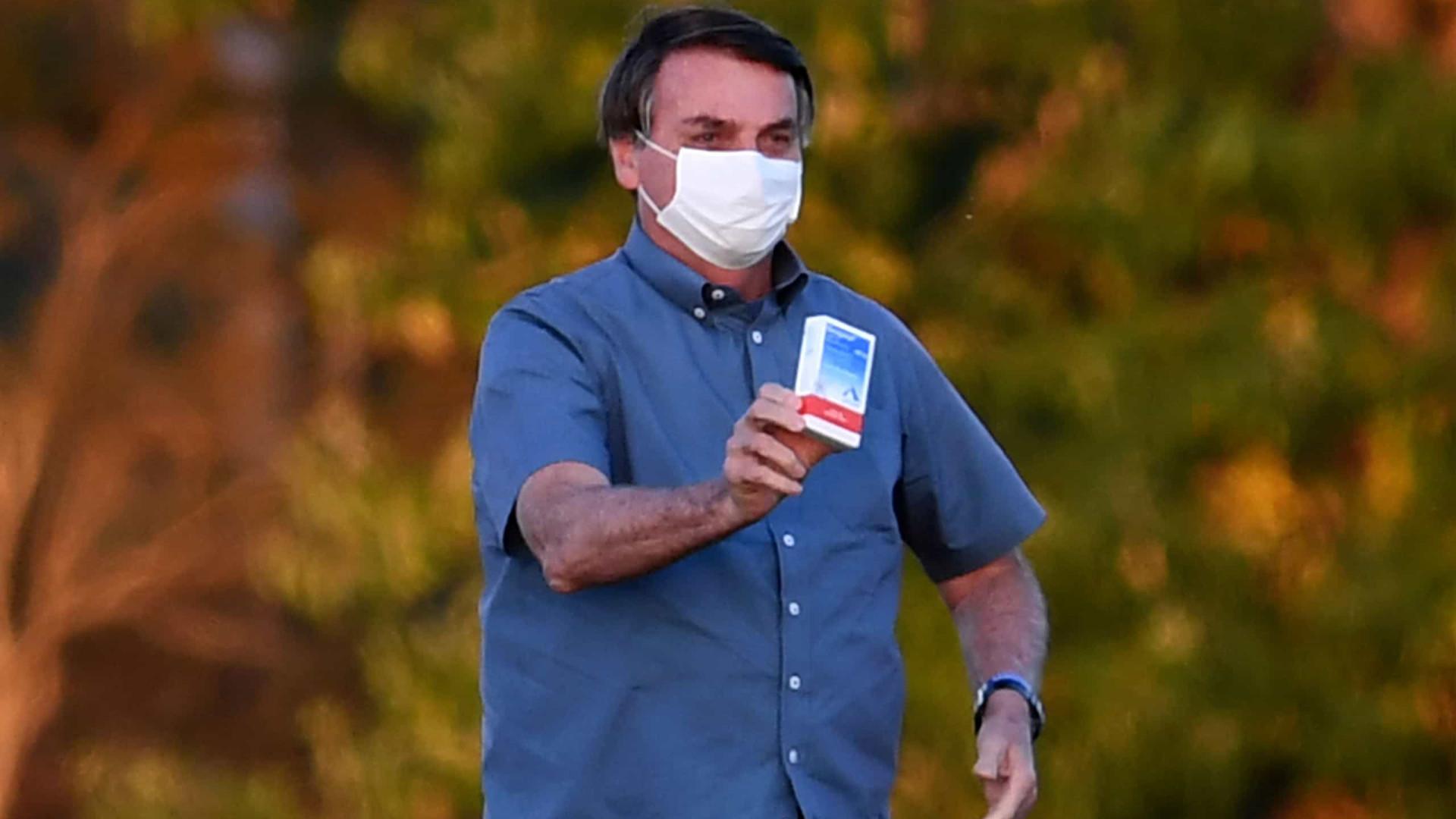 """Jair Bolsonaro afirma ser a """"prova viva"""" da eficácia da cloroquina"""