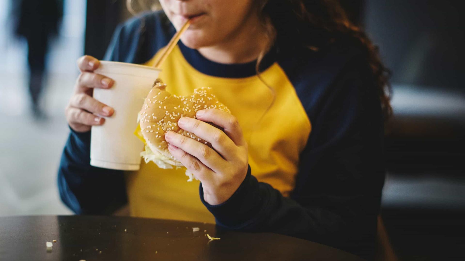 Três efeitos do consumo de 'fast food' para o sistema imunológico