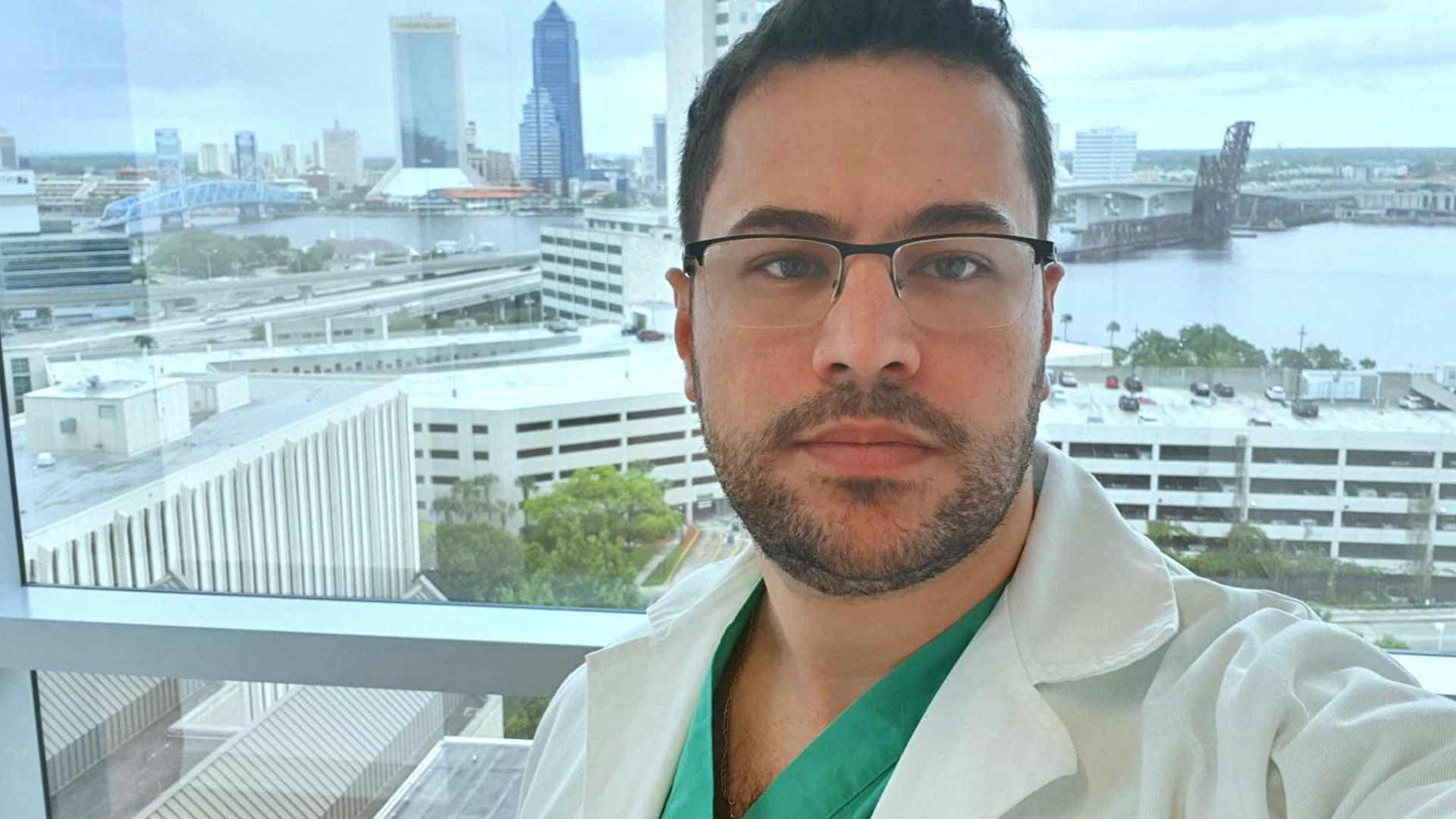 'Peguei a doença fazendo o que amo', postou médico antes de morrer