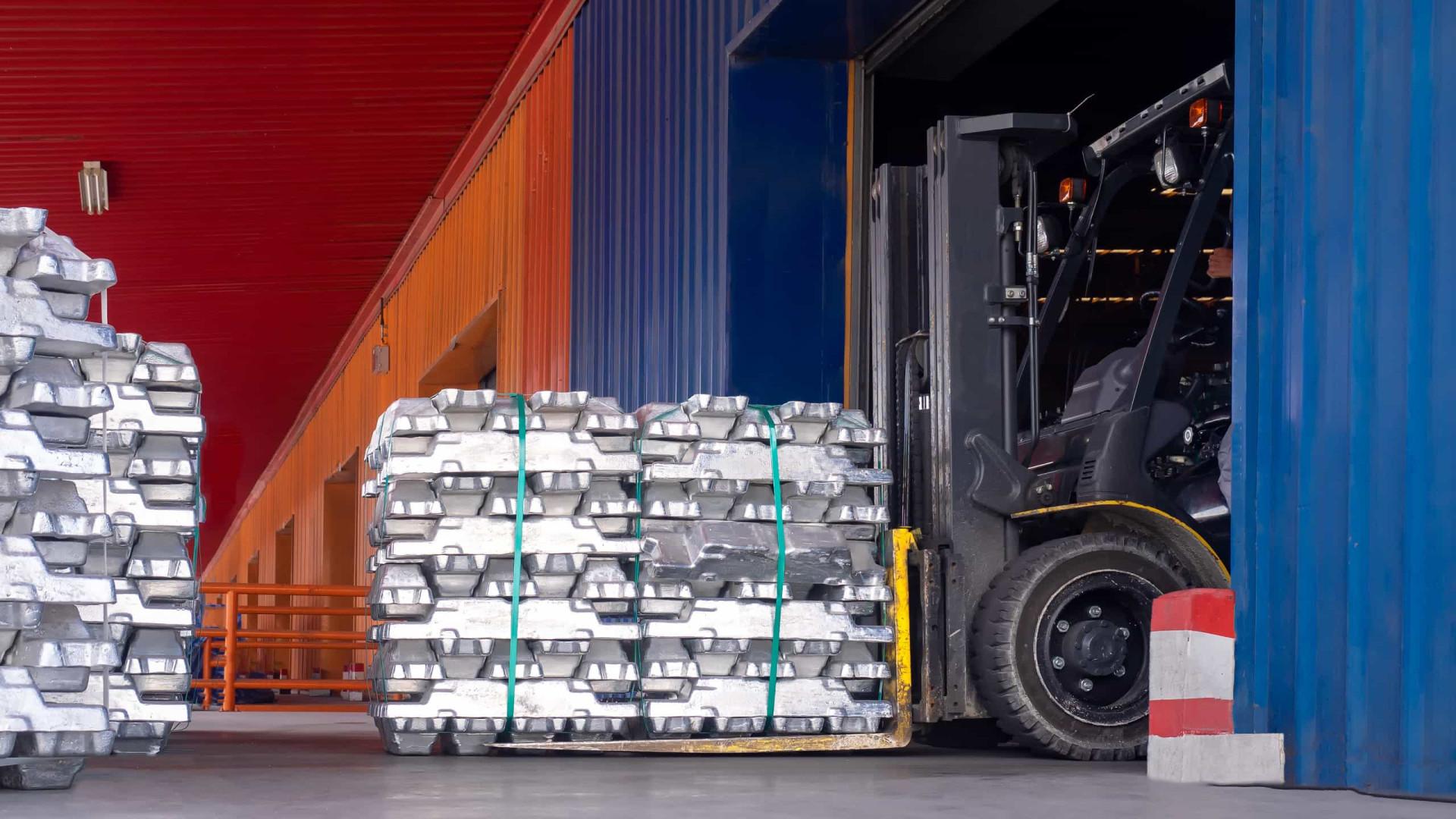 EUA impõem sobretaxa a alumínio do Brasil e mais 17 países