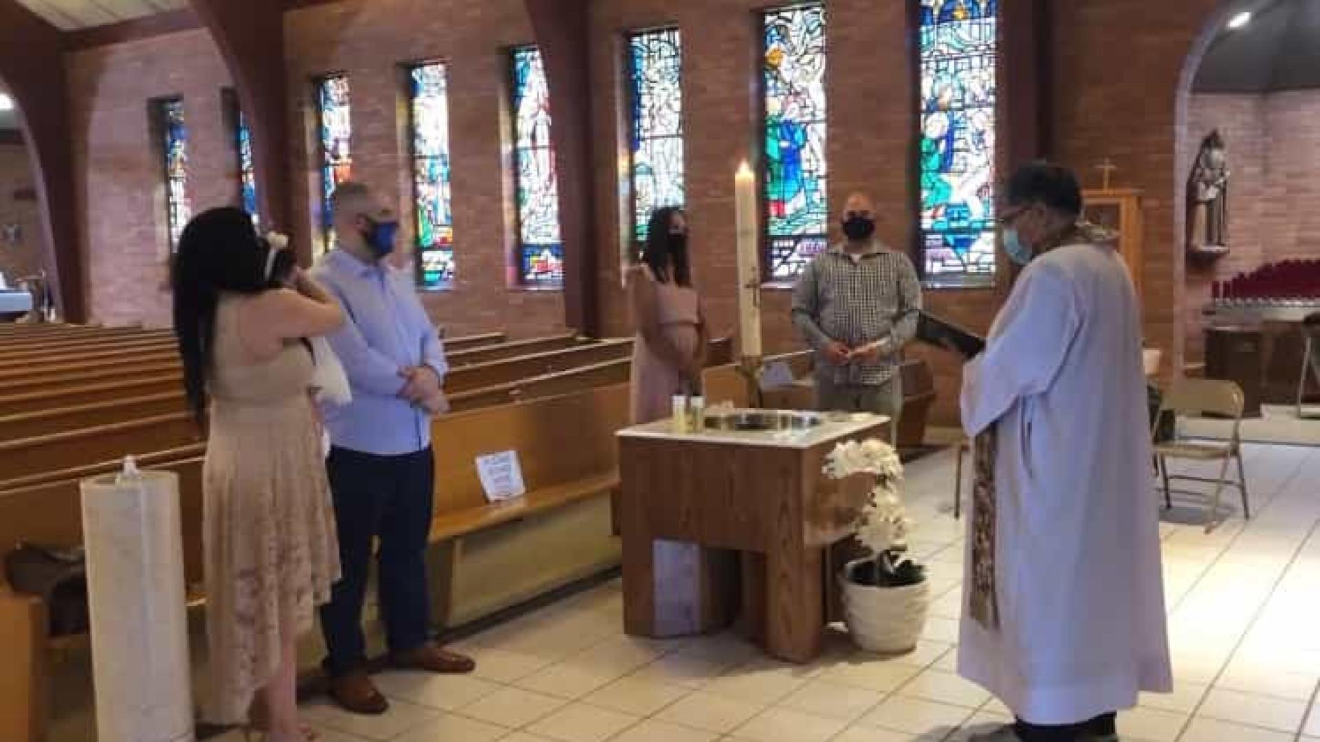 Padre expulsa menino autista do batizado da irmã por fazer barulho