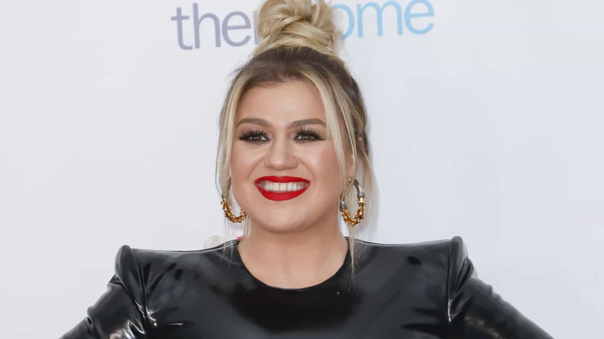 Kelly Clarkson substitui Simon Cowell no reality America's Got Talent