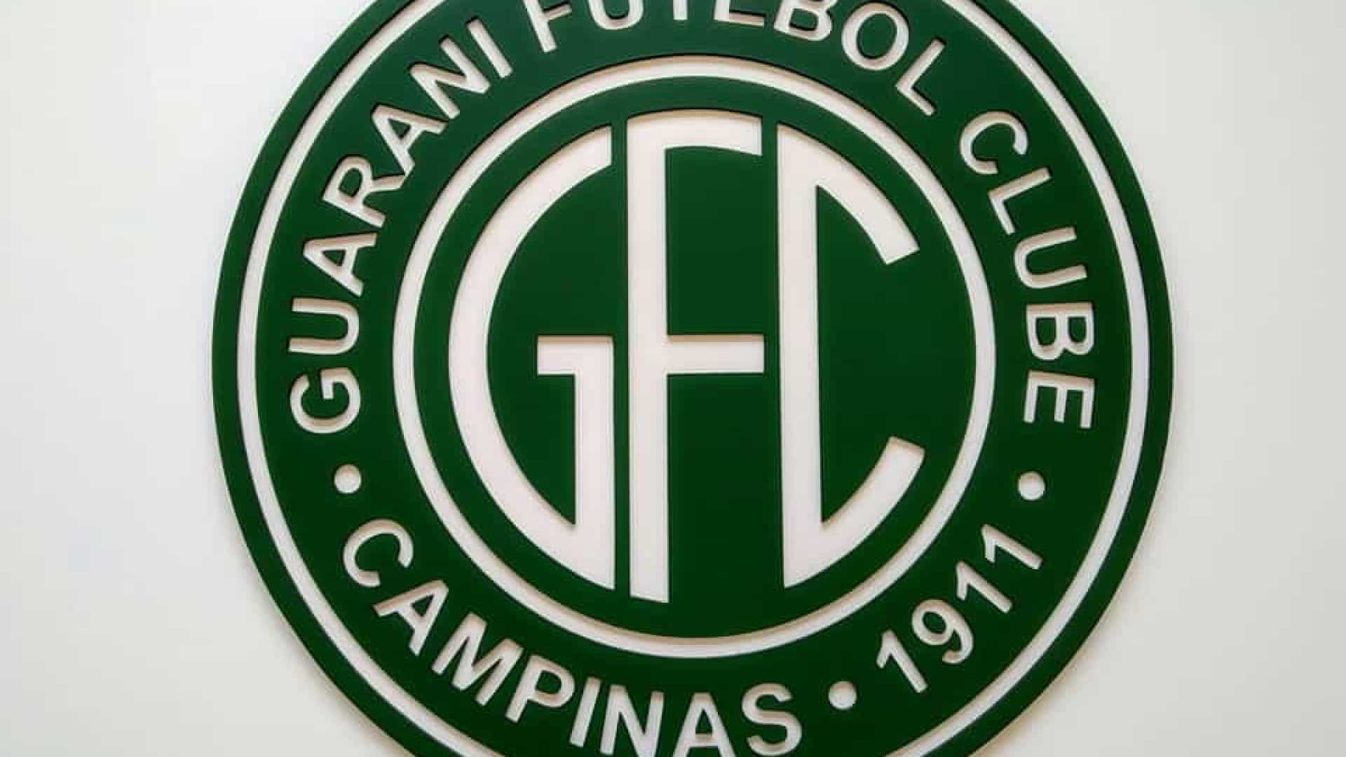 Após trocarem socos, dois jogadores do Guarani pegam quatro jogos de suspensão