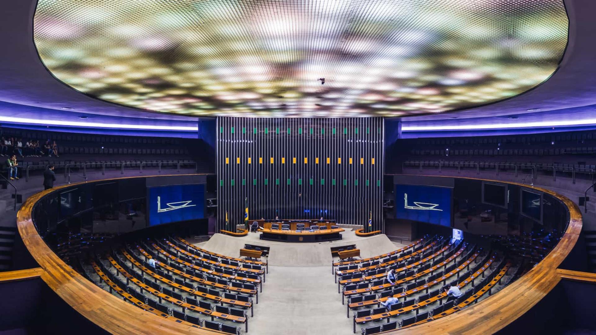 Sem consenso, votação da PEC Emergencial é adiada para terça-feira