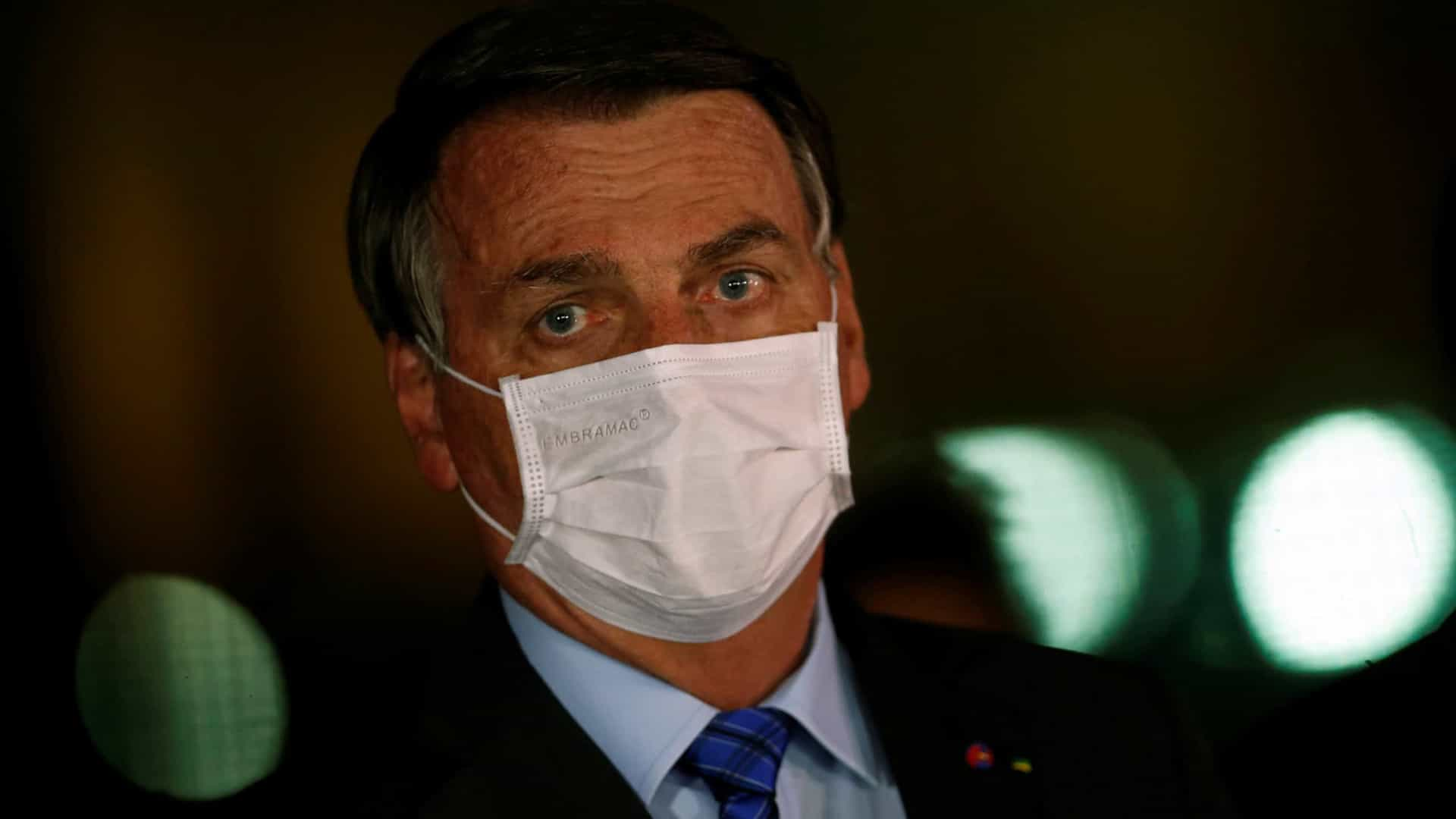 """Bolsonaro diz que """"superbateria"""" de nióbio e grafeno vai revolucionar indústria"""