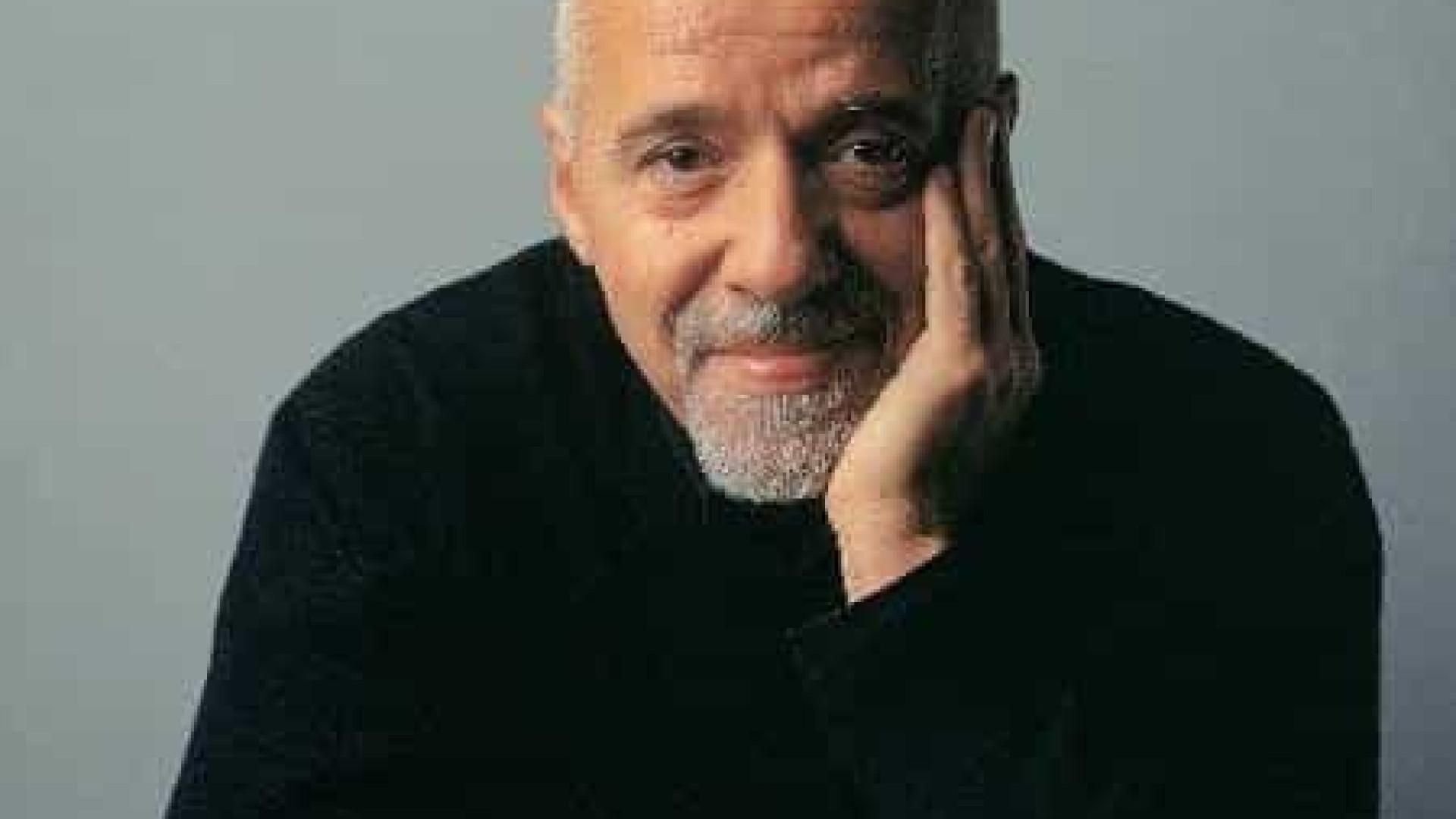 Queima de livros de Paulo Coelho representa um 'símbolo de horror', diz ABL