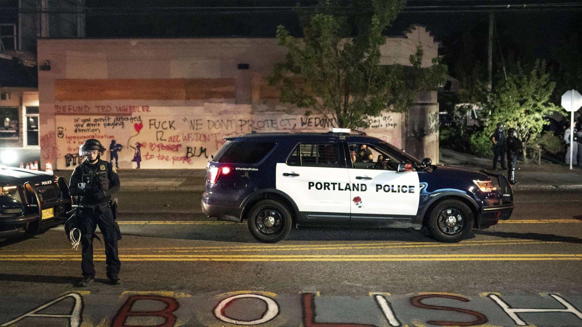 Em nova noite de protestos nos EUA, homem morre baleado em Portland