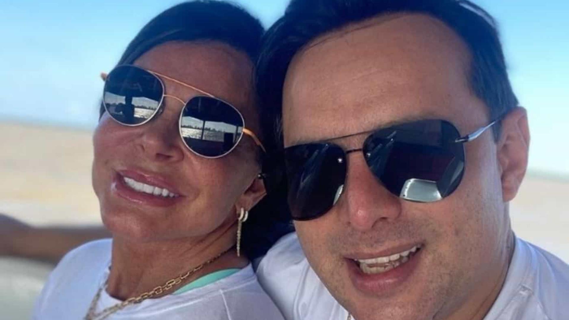 Gretchen se casa sem a presença dos filhos e de celebridades