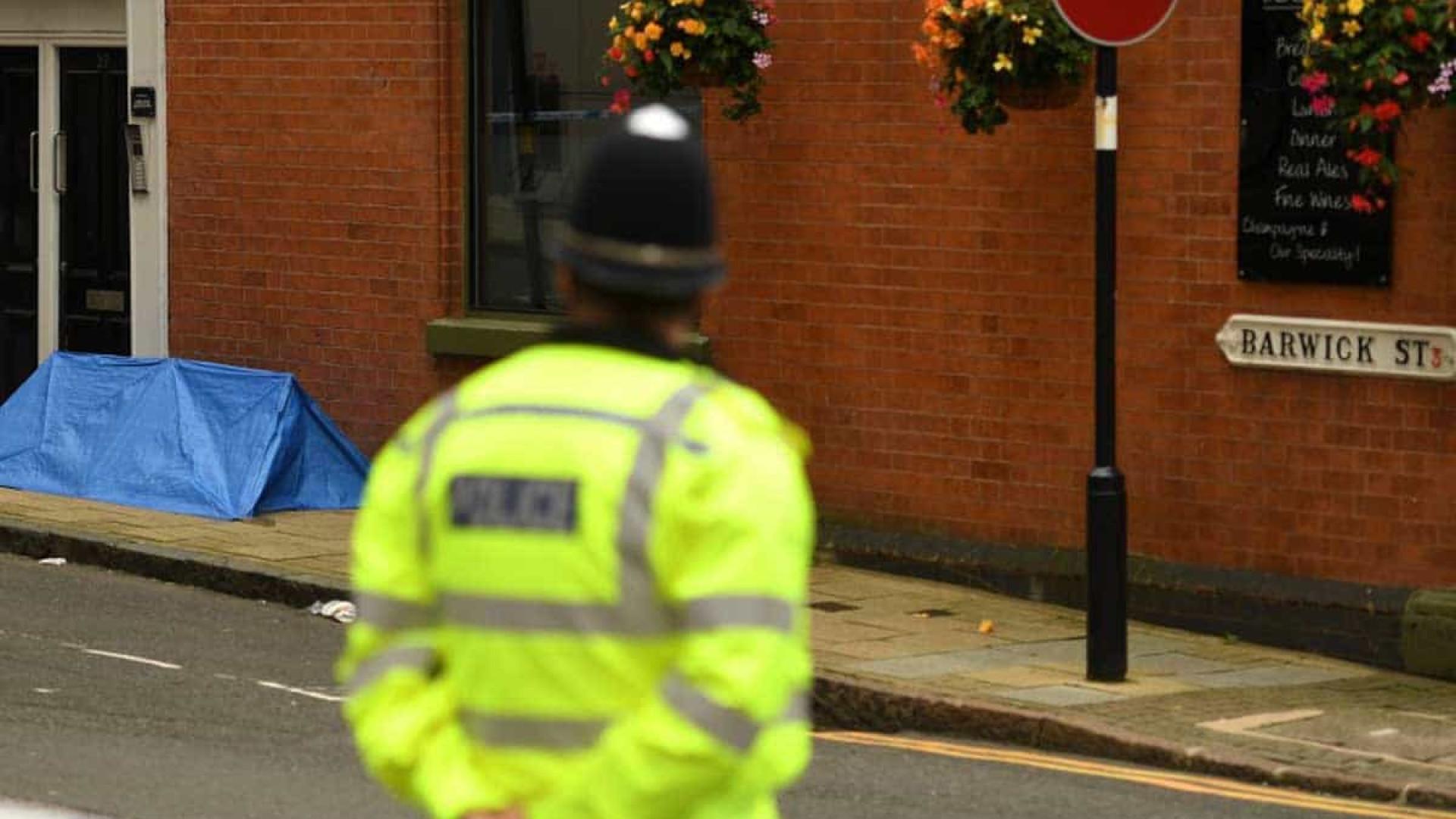 Polícia prende suspeito de ataque a faca que deixou um morto e sete feridos em Birmingham