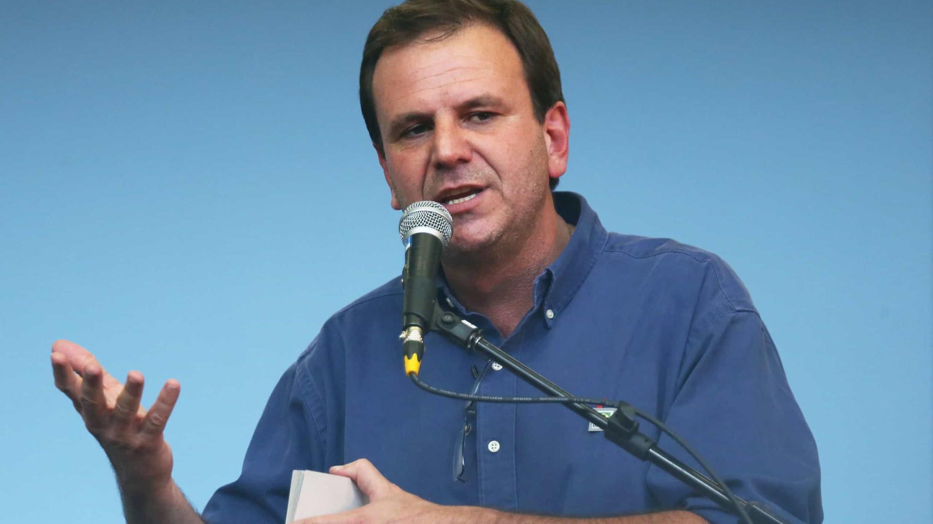 Rio: Justiça bloqueia bens de Eduardo Paes e de empresas de ônibus