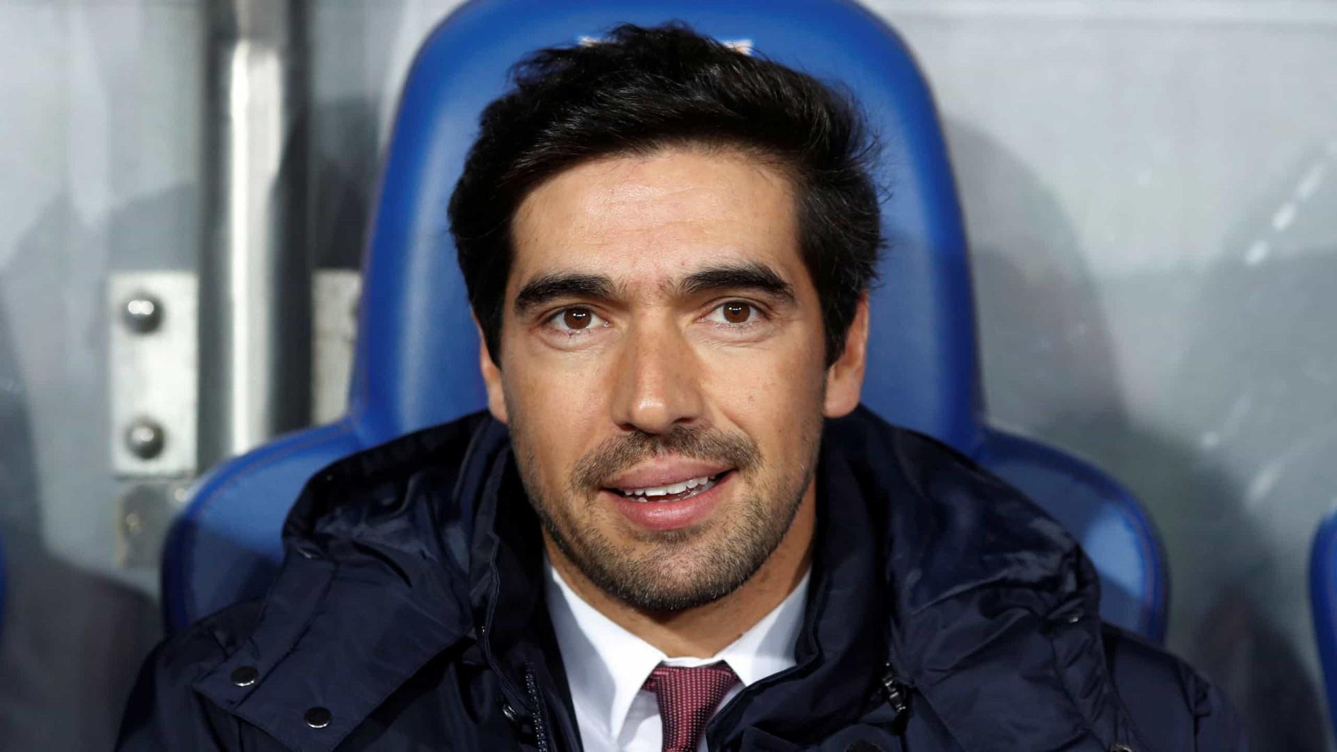 Na mira do Palmeiras, Abel Ferreira é estudioso, disciplinador e aposta na base