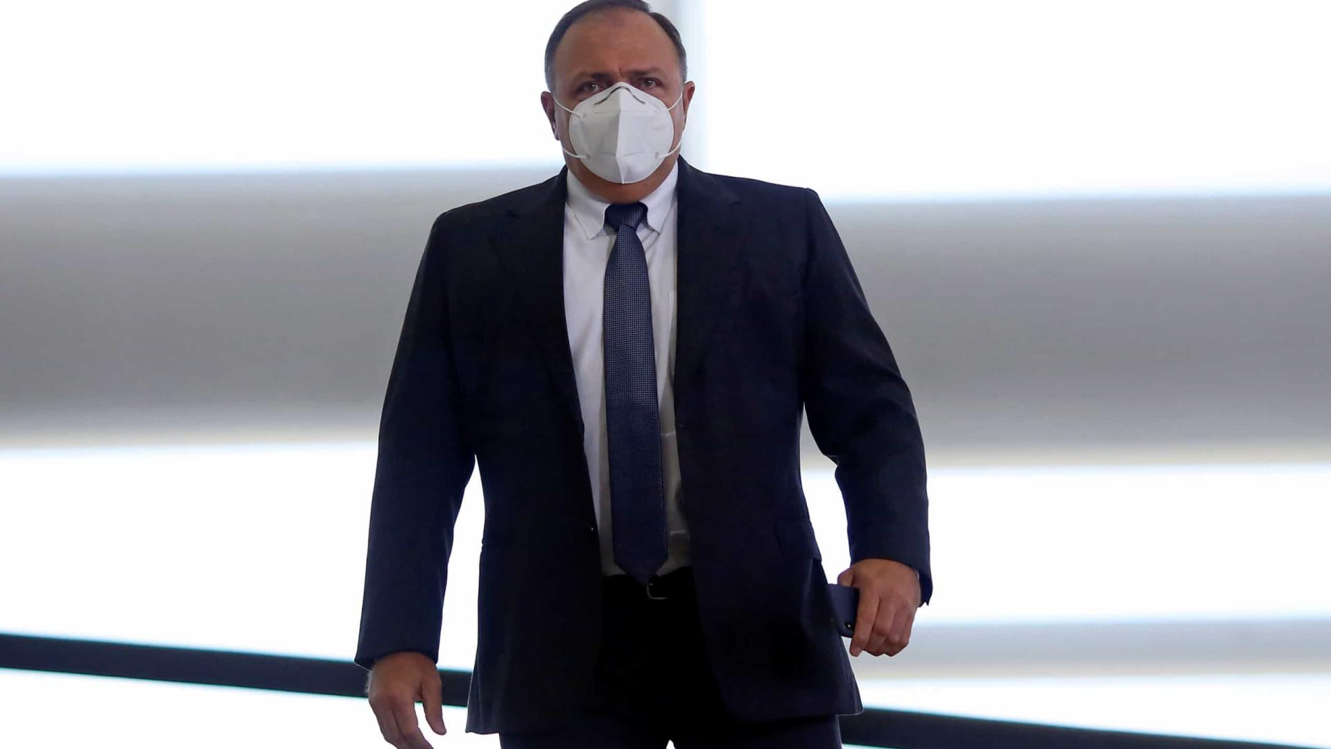 Bolsonaro decide tornar Pazuello ministro efetivo da Saúde