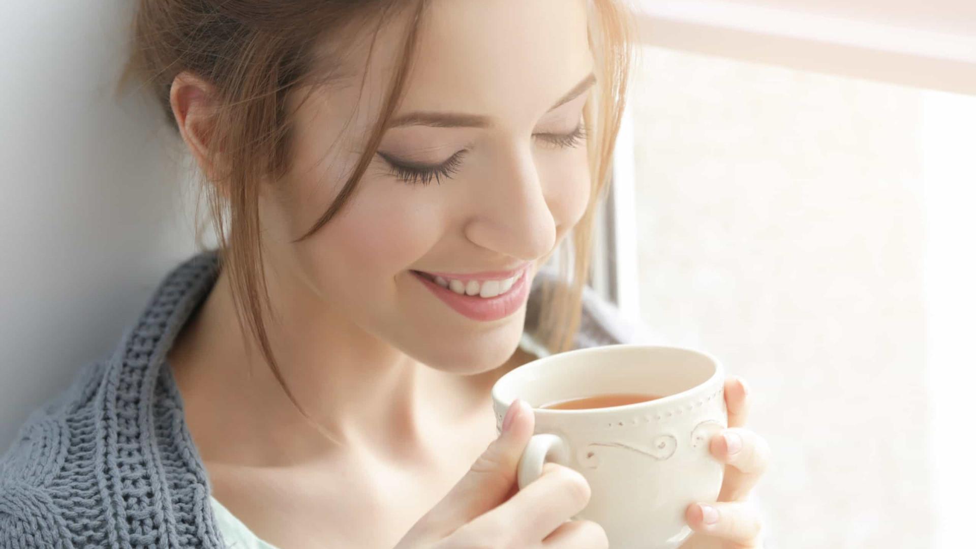 Quatro chás que combatem a insônia, ansiedade e nervos. Relaxe